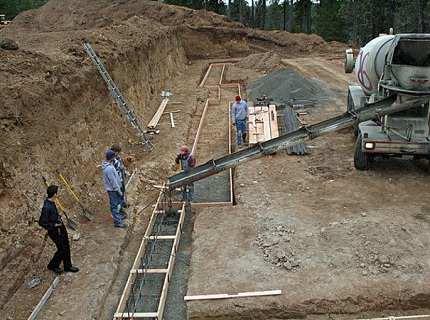 Заливка бетона в опалубку – делаем всё по науке