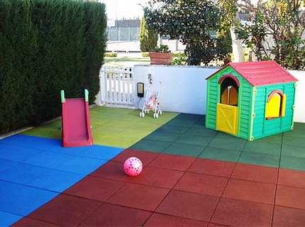 Резиновое покрытие для детских площадок – обеспечиваем безопасность