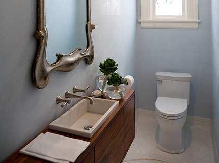 Эффектный дизайн туалета маленького размера своими силами