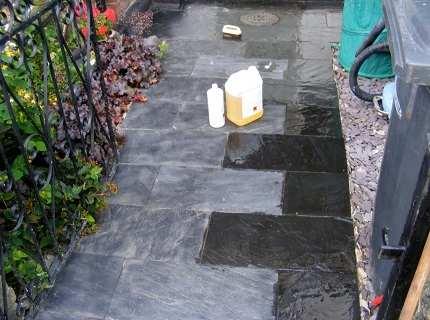 Как очистить тротуарную плитку от цемента и других загрязнителей самостоятельно?