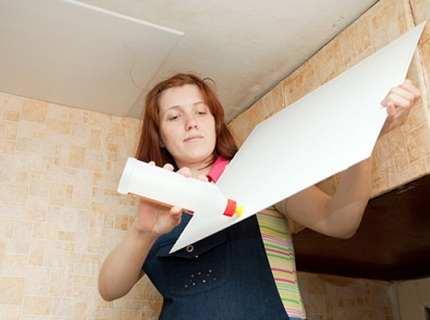 Как клеить потолочную плитку, не имея должного опыта?