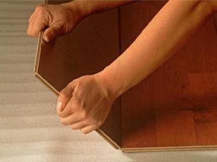 Зачем нужна замазка для ламината, и как качественно провести ремонт покрытия?