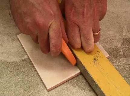 Как резать кафельную плитку – рассматриваем различные ситуации