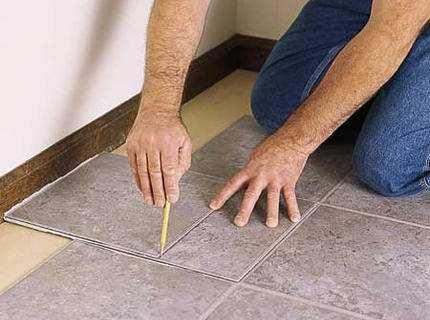 ПВХ плитка для пола: как ее укладывать своими руками?