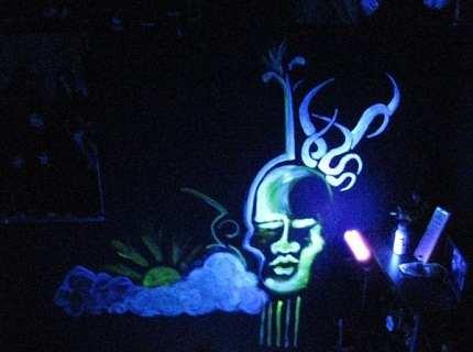 Флуоресцентная краска – чарующие иллюзии своими руками