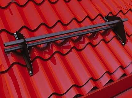 Снегозадержатели для металлочерепицы – повышаем безопасность наших строений