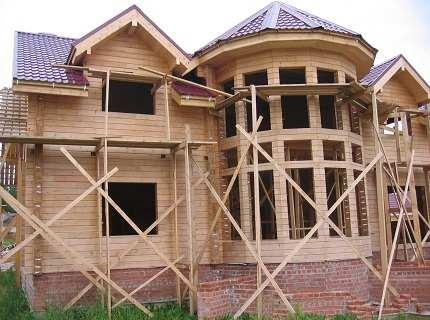 Какими свойствами обладают дома из клееного бревна?