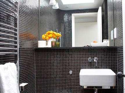 Плитка для ванной белая и черная – выгодная игра на контрасте
