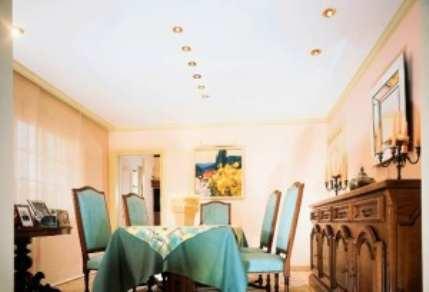 Чем лучше всего отделать потолки в комнате?