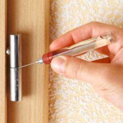 Что делать если дверь скрипит а петли снять нельзя?